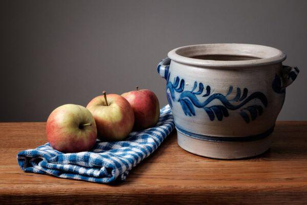 Drie appels en een pot
